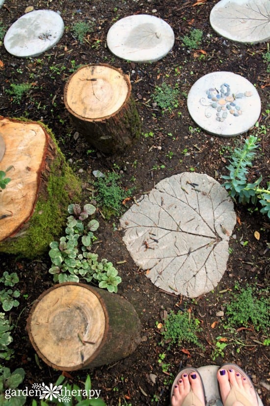 6-ways-to-make-diy-concrete-stepping-stones-at-home-a5