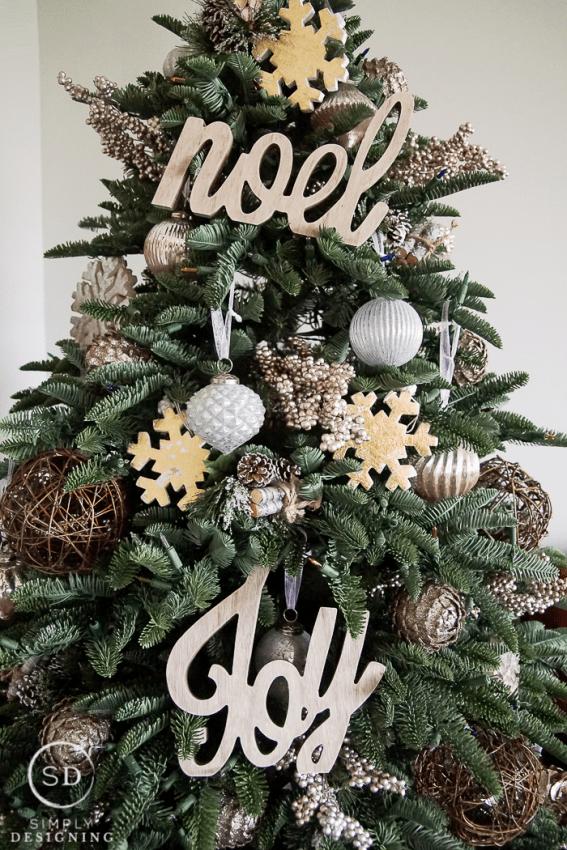 Farmhouse Holiday Tree