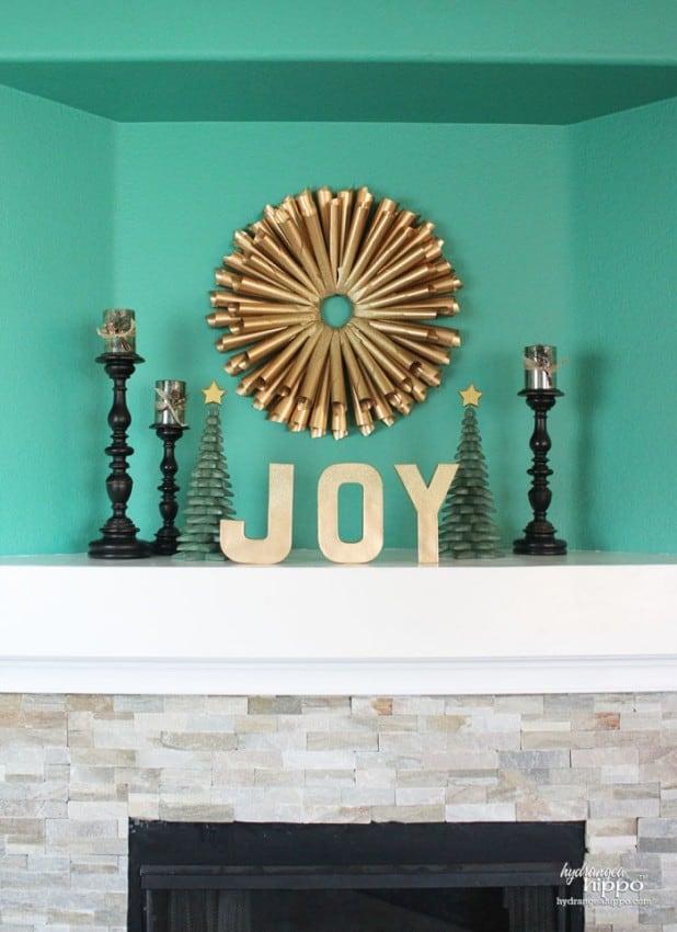 gold-glitter-book-page-wreath-by-jennifer-priest-for-hydrangea-hippo-with-krylon-spray-paint-2-700x963