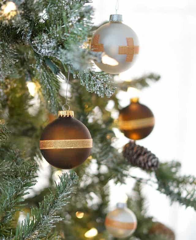 ornaments tree lights Christmas Crafts & DIY Projects 1 Christmas Crafts & DIY Projects