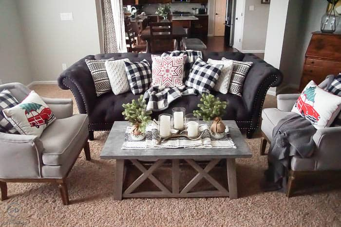 Farmhouse Christmas Decorations that are easy and inexpensive