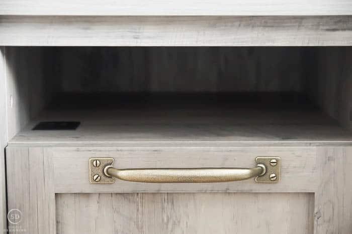 beautiful handles on nightstands