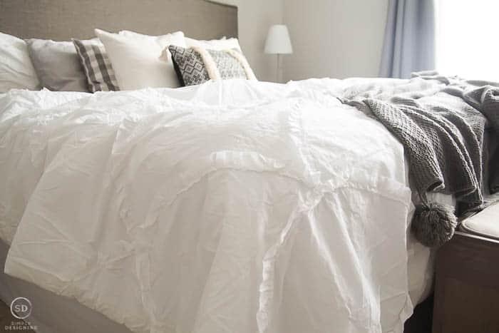 white scalloped comforter