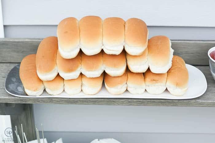 hot dog buns on melamine tray
