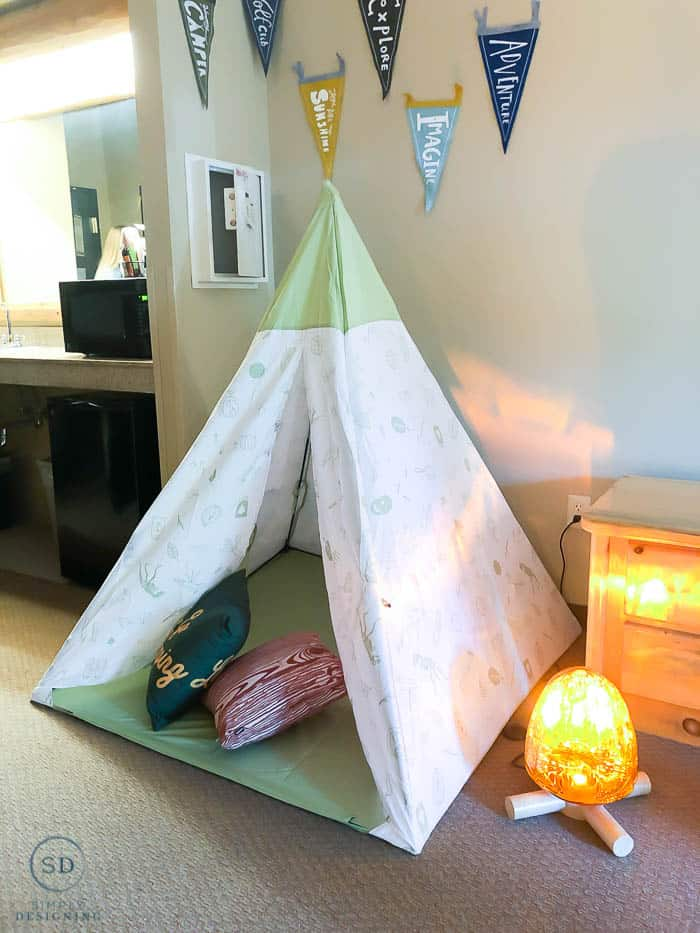 themed rooms at summer camp-in great wolf lodge