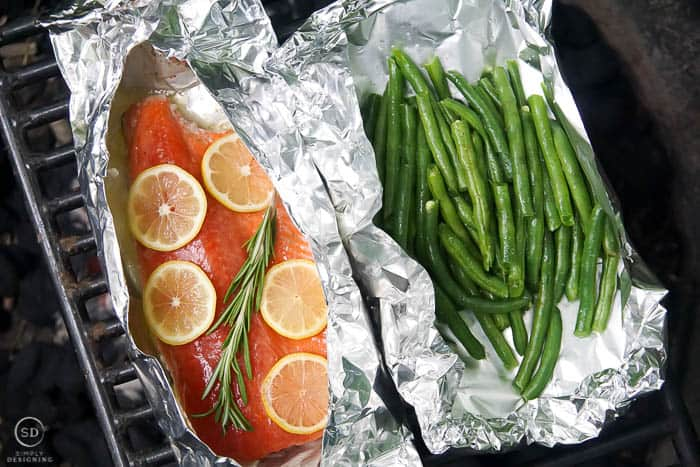 cook salmon in foil and green beans in foil